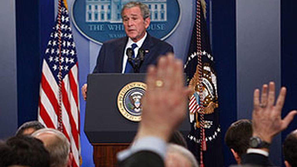 """Bush ha dicho que """"la mayor amenaza que afronta Obama es un ataque en territorio de EE UU"""". Video: Atlas"""