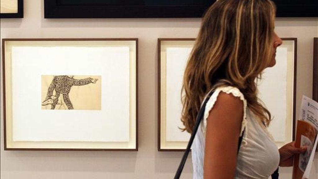 José María Cano vuelve a mostrar su faceta artística con una exposición inaugurada hoy en la Casa Natal de Picasso en la que confronta su visión de los toros con las de Goya y el propio Picasso, con cuarenta grabados del artista aragonés, veintinueve del malagueño y sesenta del ex integrante de Mecano. EFE