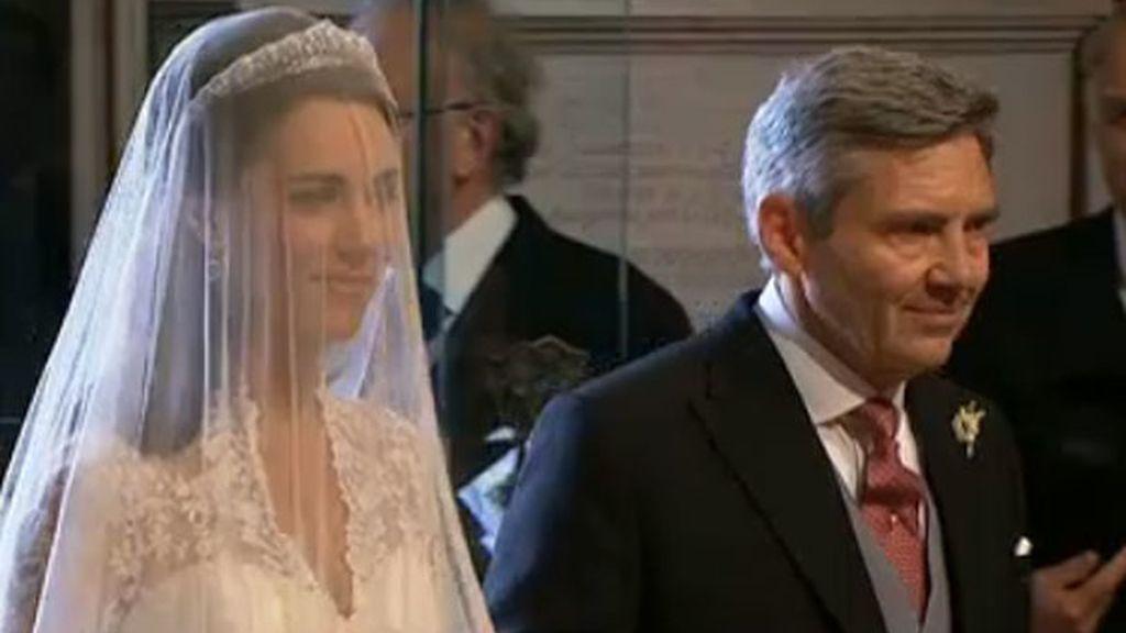 Kate y su padre, Michael, llegando a la abadía