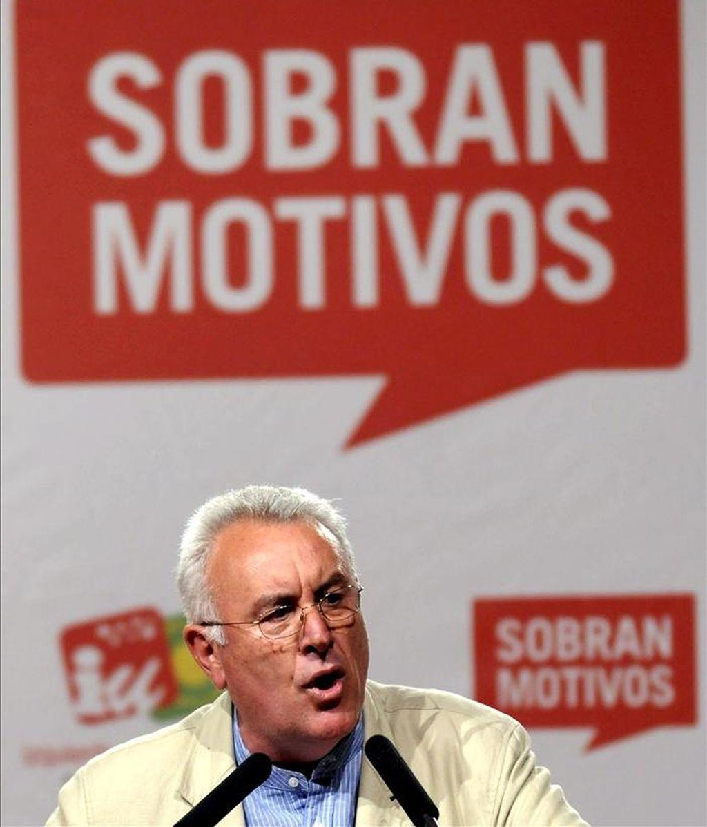 El secretario general de Izquierda Unida (IU), Cayo Lara, durane el acto de comienzo de campaña celebrado esta noche en Madrid. EFE