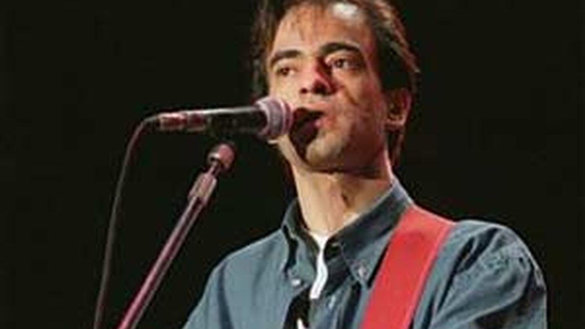 Enrique Urquijo durante un concierto en 1994.
