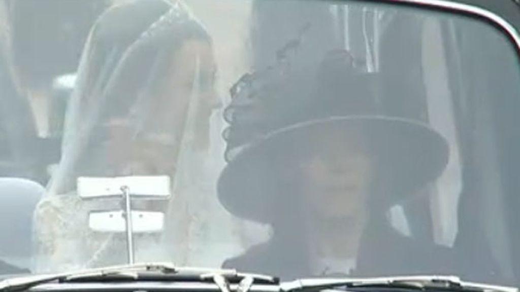 Kate saluda desde el coche