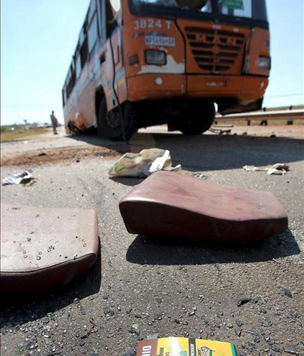 El suceso tuvo lugar en la zona de Papallacta, camino a la Amazonía cuando se accidentó el autobús de servicio público. EFE/Archivo