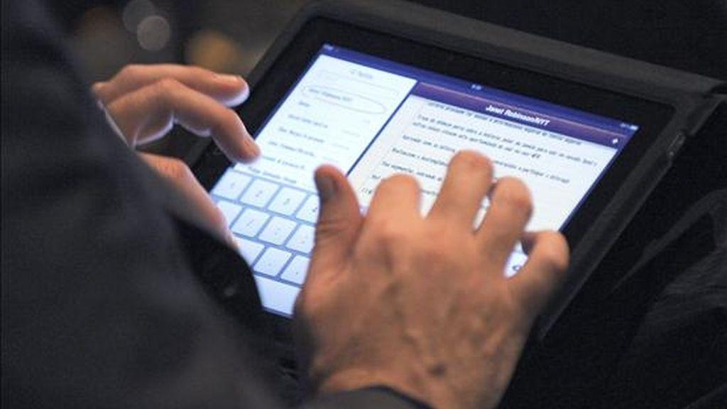 Apple tenía la intención de dar luz verde a la producción masiva de sus nuevas tabletas informáticas en enero, pero solo estará lista a medidos del segundo mes de 2011 y a la venta en abril del mismo año. EFE/Archivo