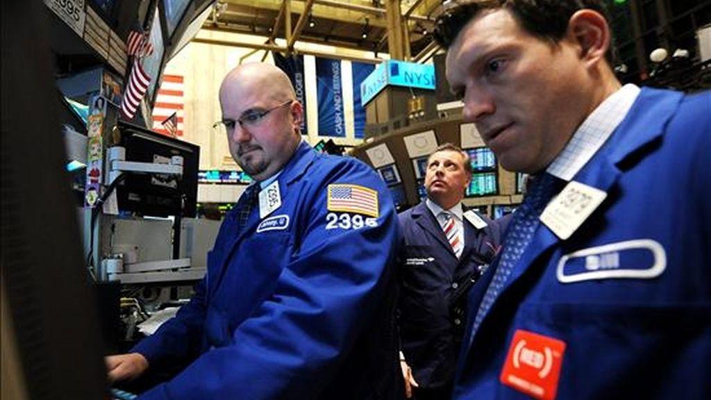 Al cierre de la jornada en el parque neoyorquino, el índice Dow Jones, que agrupa a 30 de las mayores empresas cotizadas de EE.UU., sumó 13,32 unidades (0,12%) y cerró en 11.372,48 enteros. EFE/Archivo