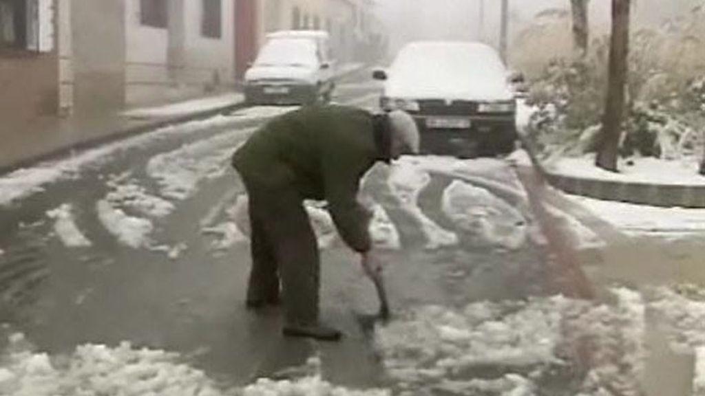 Un total de 24 provincias, Ceuta y Baleares están en alerta por vientos costeros y nieve