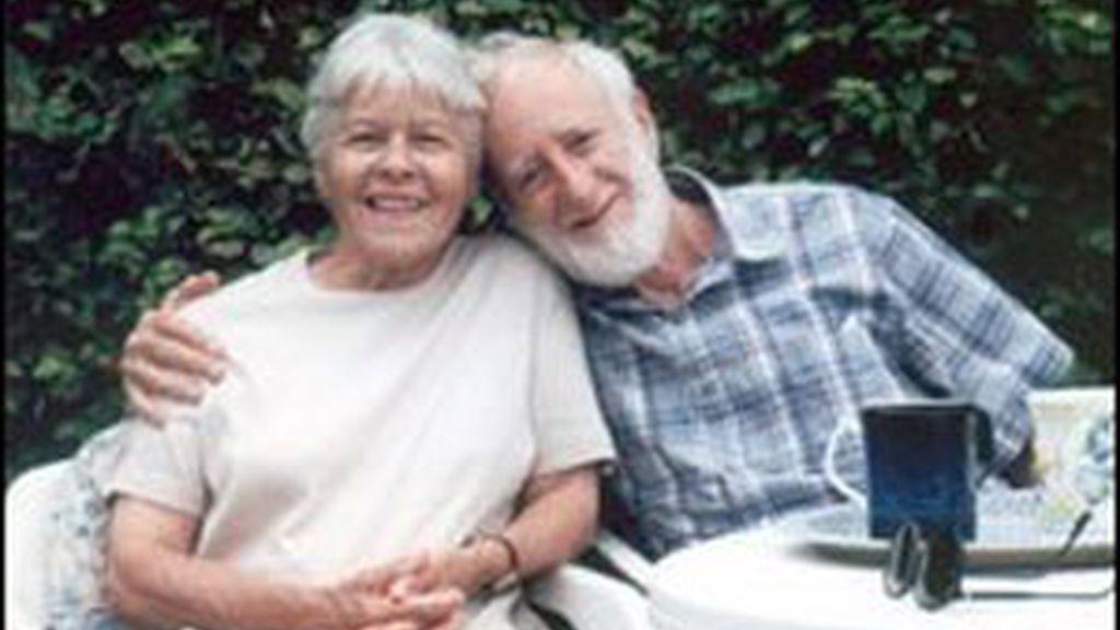 Dennis y Flora Milne, en una imagen de la familia. Foto: BBC