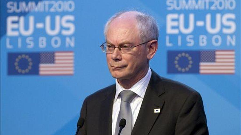 """El presidente del Consejo Europeo, Herman van Rompuy, consideró hoy """"admirables"""" las medidas económicas adicionales anunciadas la pasada semana por el Gobierno de José Luis Rodríguez Zapatero para reducir el déficit, la deuda y potenciar el crecimiento económico. EFE/Archivo"""