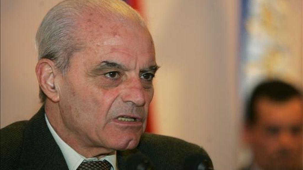 El nuevo ministro del Interior uruguayo, Jorge Bruni (i), asumió este martes el cargo que quedó vacante tras la salida de Daisy Tourné, quien dimitió hace diez días tras insultar gravemente a los líderes de la oposición. EFE