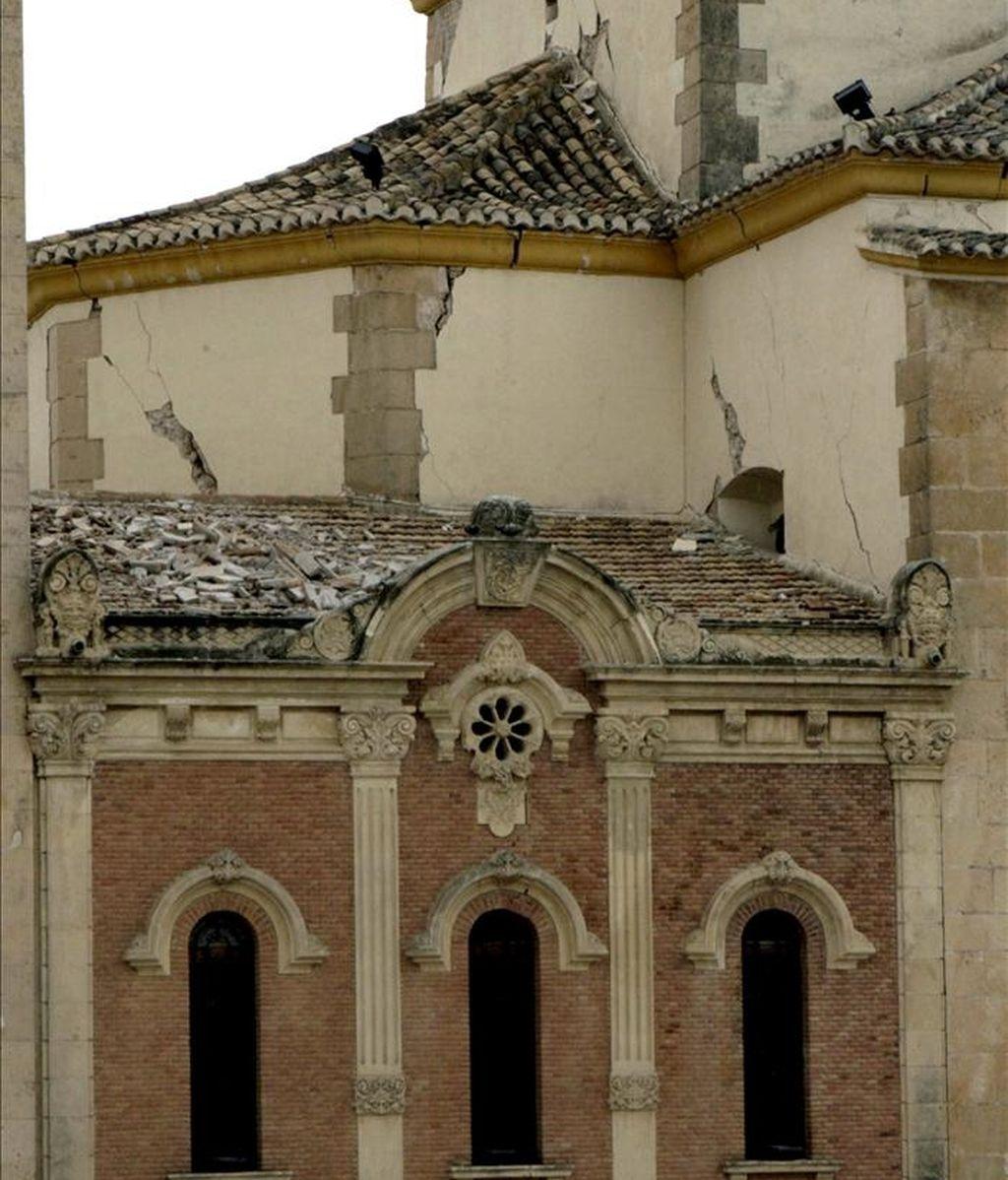 La cúpula de la iglesia de la Virgen de las Huertas que resultó seriamente dañada a causa del terremoto de 5,1 grados en la escala de Richter que sacudió este miércoles la ciudad de Lorca (sureste español) y en el que nueve personas han muerto y casi 300 han resultado heridas. EFE