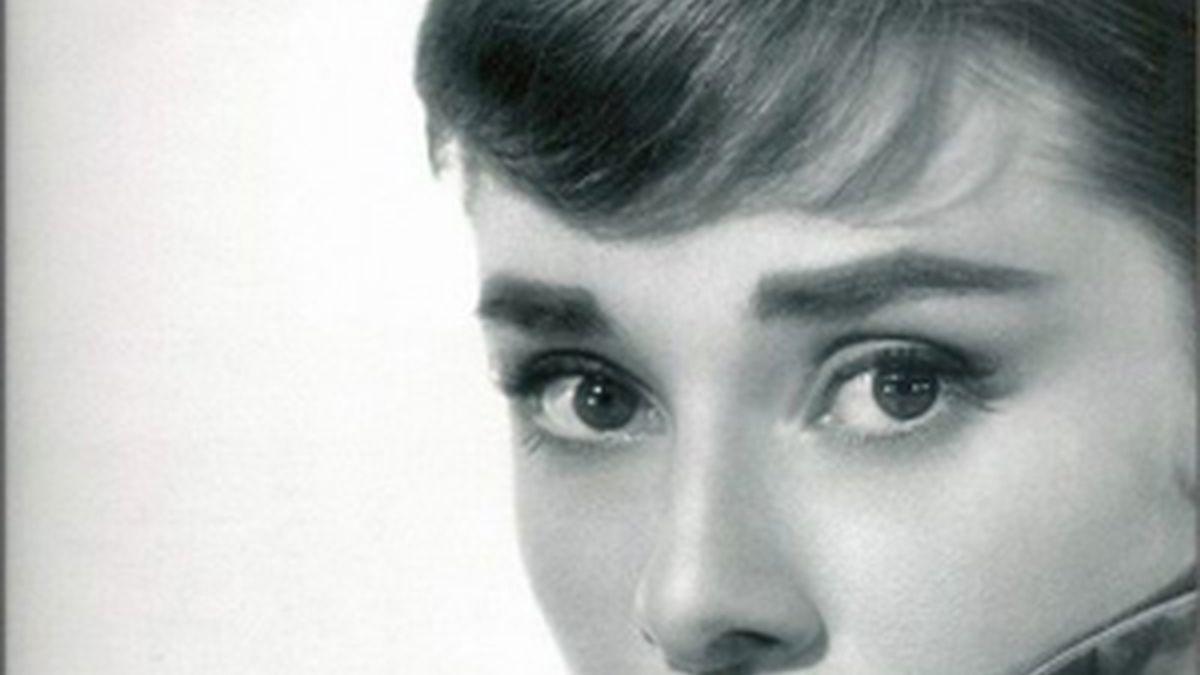 Audrey Hepburn, icono de elegancia y glamour.