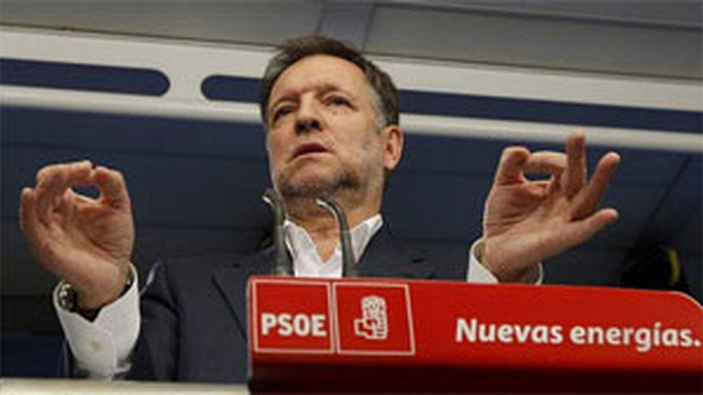"""Rubalcaba: """"Es la primera vez que Batasuna  rechaza a ETA, pero su credibilidad está bajo mínimos"""". Vídeo: Informativos Telecinco."""