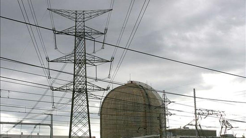 El Ministerio de Industria ha renovado por diez años la autorización de explotación de la central nuclear de Vandellós II, propiedad de las eléctricas Endesa e Iberdrola, informaron hoy fuentes del departamento que dirige Miguel Sebastián. EFE/Archivo
