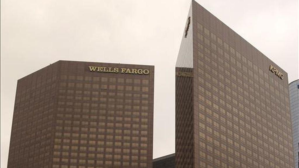 Vista de los edificios Wells Fargo y KPMG en el centro de Los Ángeles, California (EE.UU.). EFE/Archivo