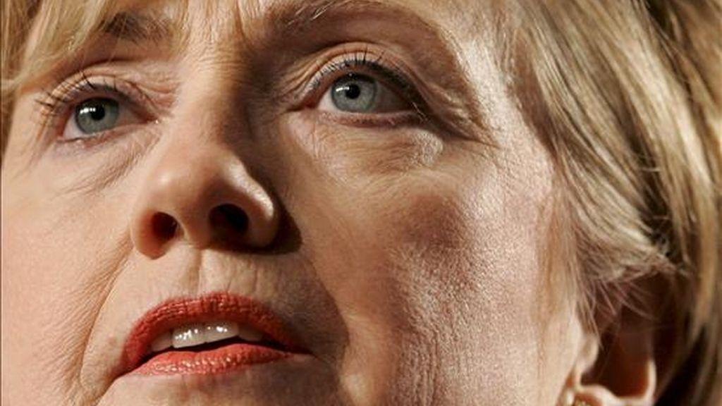 Clinton acudió a su primera audiencia ante el Comité de Asuntos Exteriores de la Cámara de Representantes desde que asumió el cargo y allí defendió los esfuerzos del presidente Barack Obama para combatir las amenazas a los intereses de Estados Unidos en el mundo. EFE/Archivo