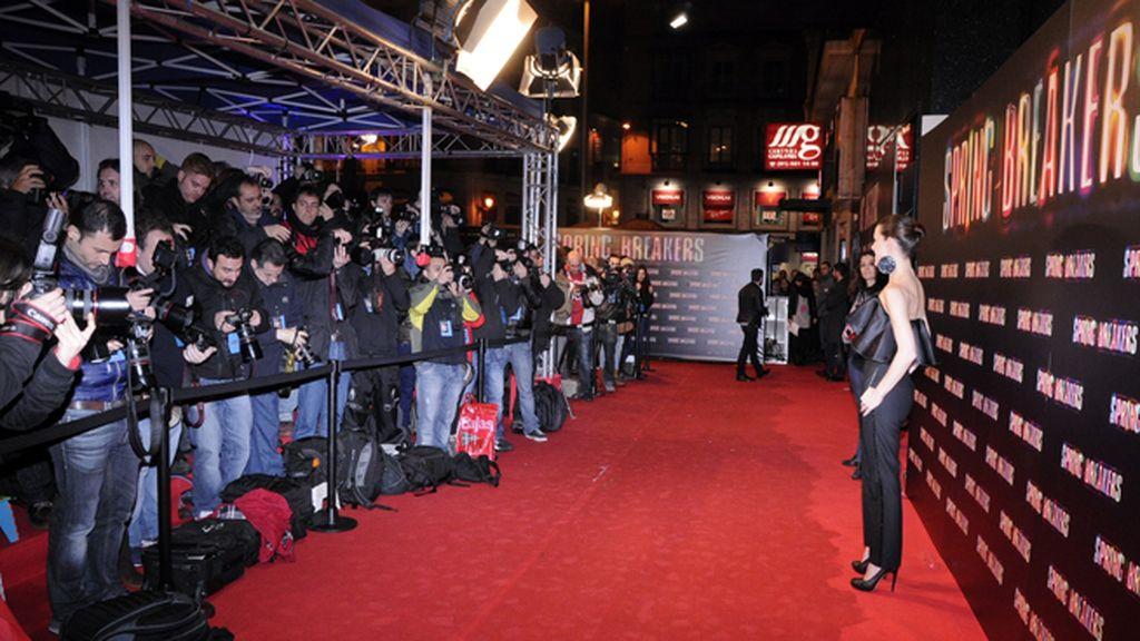 Raquel Sánchez Silva posando en el photocall digno de Hollywood que montaron en Callao