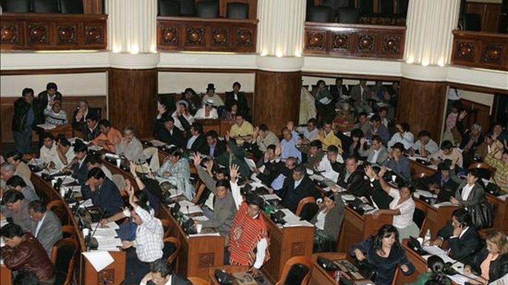 Miembros del partido del presidente boliviano, Evo Morales, y sus opositores llegaron a un acuerdo sobre la ley electoral de Bolivia para celebrar comicios generales en diciembre, lo que permitió al Congreso abrir la sesión para aprobar la norma definitivamente. EFE/