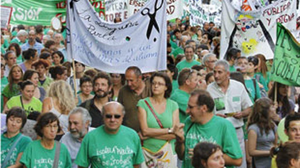 """Protesta en Madrid por los """"recortes"""" realizados por el Ejecutivo regional. Foto: EFE"""