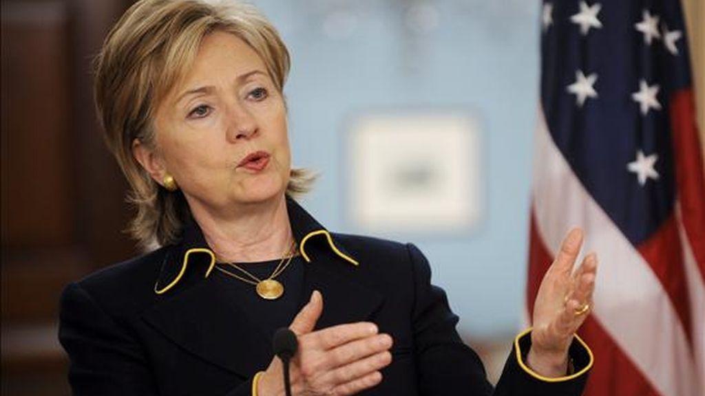 """La secretaria de Estados Unidos, Hillary Clinton, explicó que EE.UU. está """"aplicando nuevos enfoques"""" para abordar la """"amenaza que representa Irán"""", pero esta nueva estrategia se desplegará """"con los ojos muy abiertos y sin ilusiones"""". EFE/Archivo"""