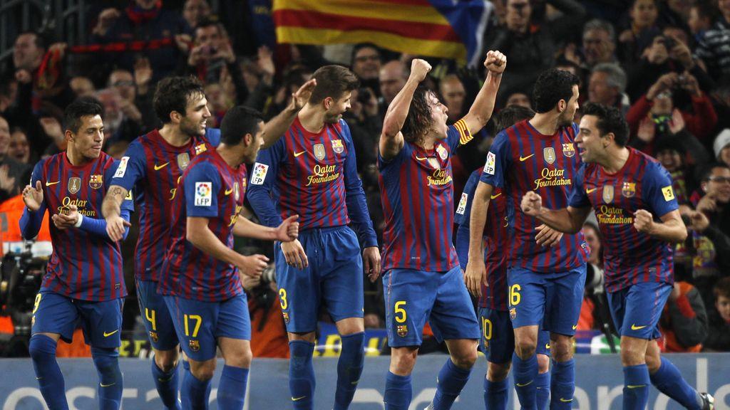 El Barça celebra el primer gol ante el Madrid en el Camp Nou