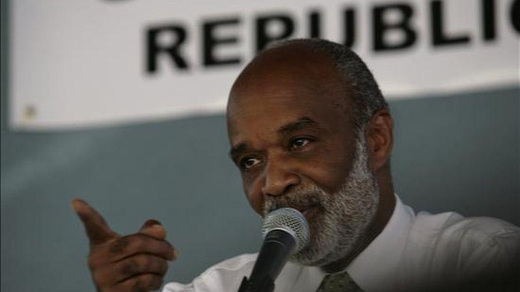 """La información no precisó sobre los motivos de la cancelación, aunque la fuente aseguró que el presidente haitiano, René Préval,  está a la espera de que Venezuela proponga """"otra fecha"""" para hacer realidad la visita. EFE/Archivo"""