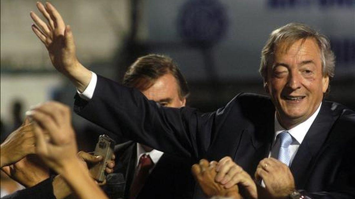 El órgano judicial autorizó así las candidaturas a diputados del ex presidente argentino Néstor Kirchner (2003-2007) y del gobernador de la provincia de Buenos Aires, Daniel Scioli, precisaron portavoces de la cámara. EFE/Archivo