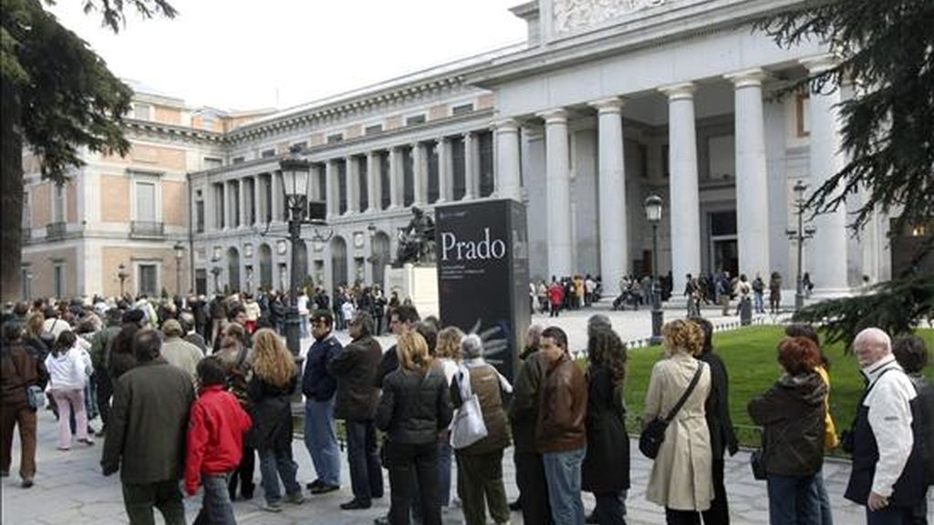 Cientos de personas se dieron cita en el Museo del Prado de Madrid durante la jornada de Sábado Santo. EFE/Archivo
