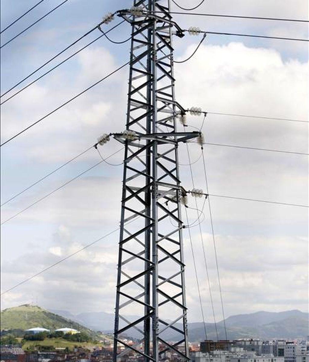 Vista de una torre de alta tensión. EFE/Archivo