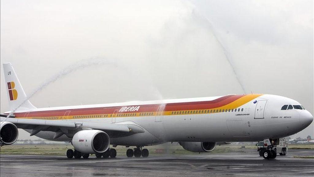 Imagen de un avión Airbus 340-600 de la aerolínea española Iberia. EFE/Archivo
