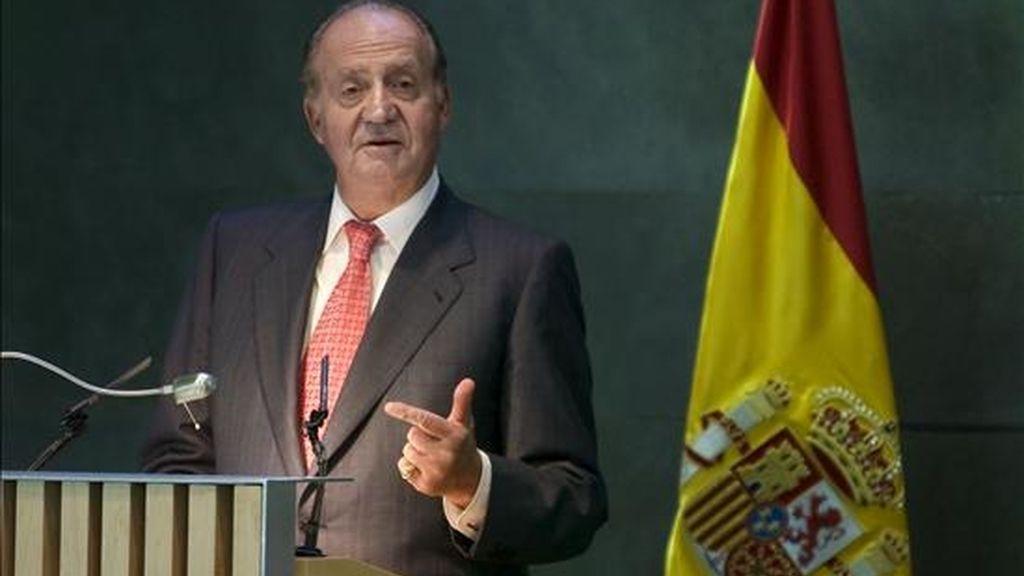 El rey Juan Carlos, durante su intervención en la conmemoración del XX aniversario de Seniors Españoles para la Cooperación Técnica (SECOT) y la entrega de la I Edición de los Premios a la Excelencia, hoy en Madrid. EFE
