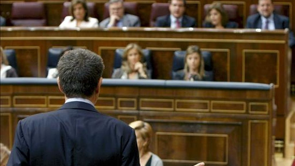 El presidente del Gobierno, José Luis Rodríguez Zapatero, durante su intervención en la sesión de control al Ejecutivo del pleno del Congreso de los Diputados celebrado hoy. EFE
