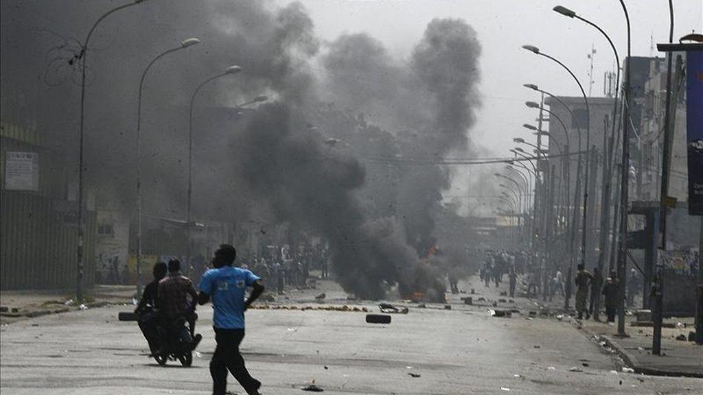 Costa de Marfil está sumido en una grave crisis desde la celebración de los comicios presidenciales en el mes de noviembre pasado, en los que resultó vencedor el candidato opositor Alessane Ouattara. En la imagen el registro de una calle de Abiyán en diciembre pasado. EFE/Archivo