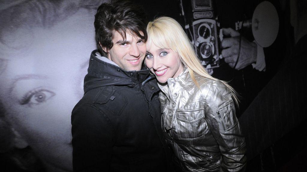 La cantante Innocence junto a su pareja el actor Sergio Arce