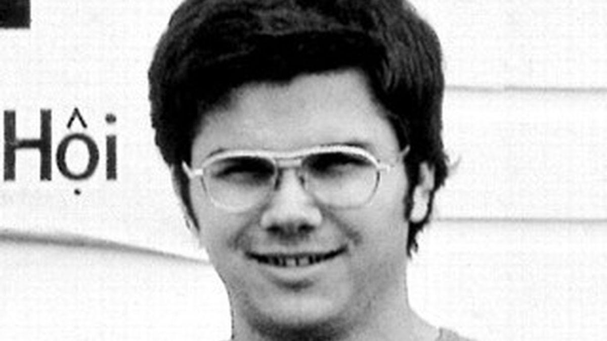 Chapman tenía 25 años cuando asesinó a John Lennon.  Ahora salen a la luz los detalles de cómo planeó matar a otras celebridades. Foto archivo AP