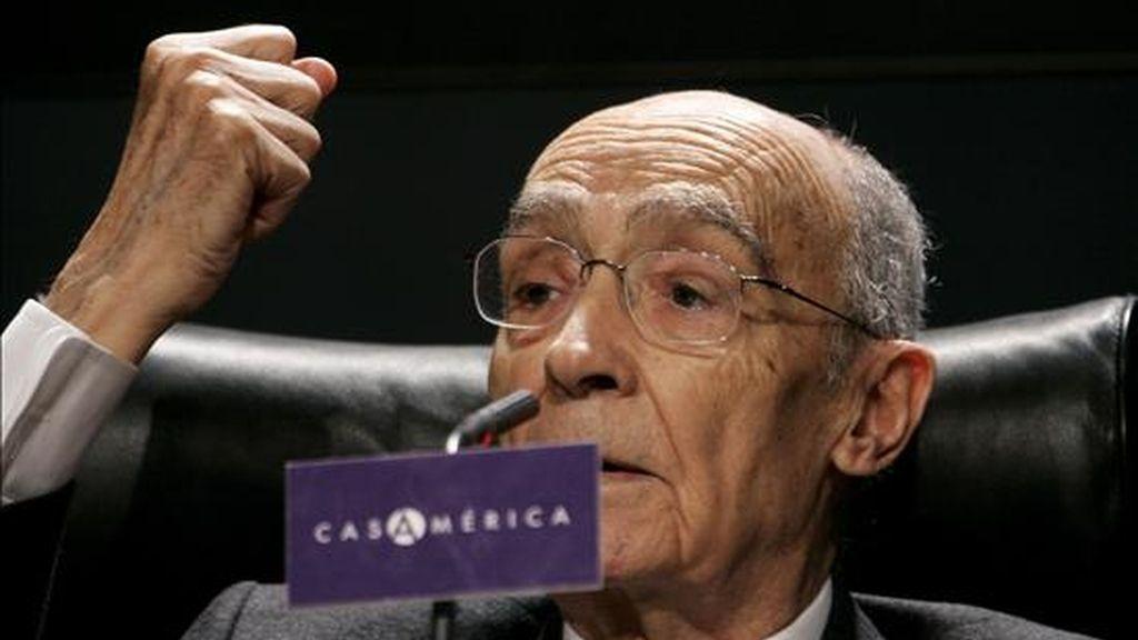 """El escritor portugués José Saramago, durante la presentación en diciembre pasado en la Casa de América de Madrid de su nueva novela, """"El viaje del elefante"""", en diciembre pasado. EFE/Archivo"""