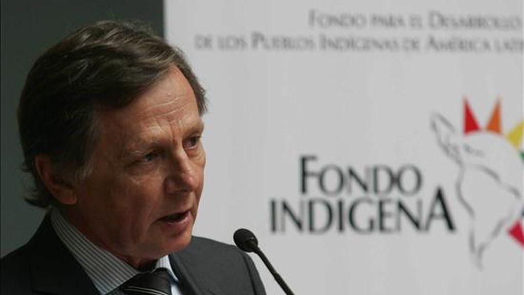 El segundo vicepresidente del Fondo Indígena y representante de Bélgica en el Fondo para el Desarrollo de los Pueblos Indígenas de América Latina y el Caribe, Valdi Fischer, habla en La Paz, durante la reunión del Comité Ejecutivo de esa entidad. EFE