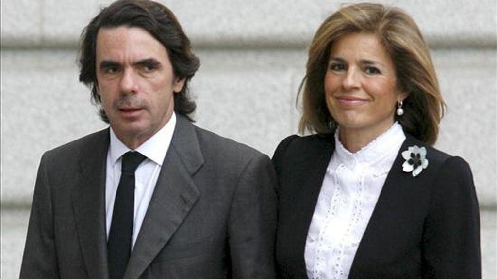 El ex presidente del Gobierno José María Aznar y su esposa, la delegada de Medio Ambiente del Ayuntamiento de Madrid, Ana Botella. EFE/Archivo