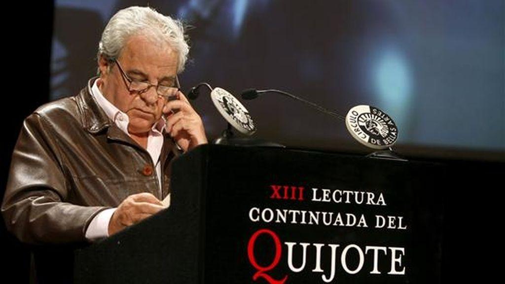 El ganador del Premio Cervantes 2008, Juan Marsé, fue el encargado de abrir la tradicional lectura ininterrumpida de El Quijote, que este año celebra su XIII Edición. EFE