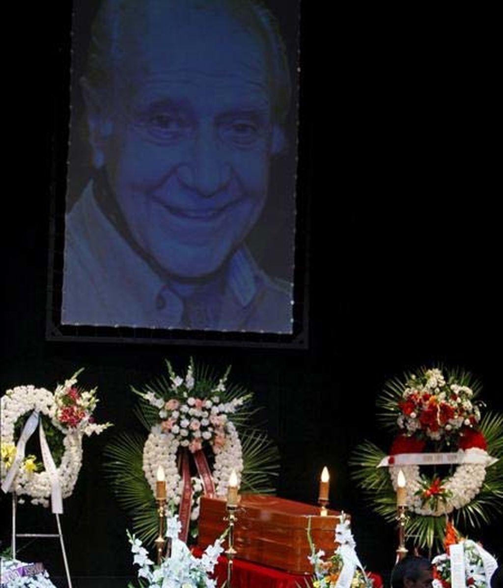 Homenaje de despedida al gran actor español, Vicente Alexandre. Vídeo: Informativos Telecinco.