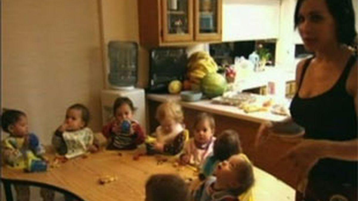 Nadya Suleman acude al programa de Oprah Winfrey para revelar las dificultades que tiene para criar a sus 14 hijos. Foto: El programa de Oprah Winfrey