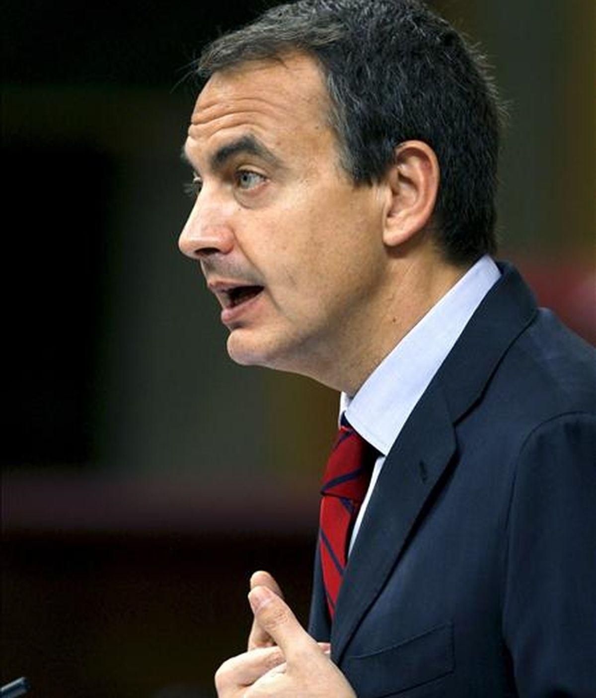 El presidente del Gobierno, José Luis Rodríguez Zapatero, durante su intervención en el debate sobre el estado de la nación de mayo de 2009. EFE/Archivo