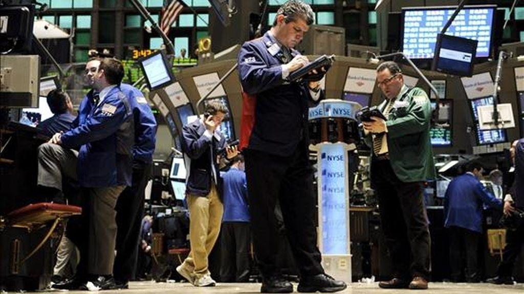 El empuje de las entidades financieras favoreció que el Dow Jones de Industriales amortiguara poco antes del cierre la tendencia bajista y que finalizara por encima de 8.000 puntos por segunda jornada consecutiva. EFE/Archivo