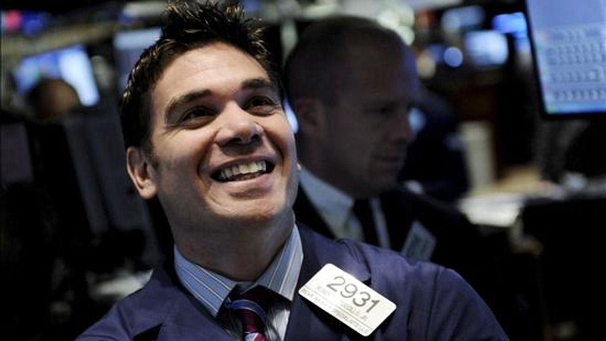 El Dow Jones subió 31,90 puntos y se ubicó en 8.770,92 unidades.  EFE/Archivo