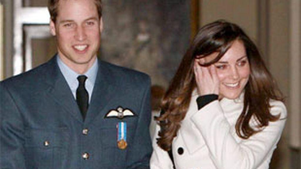 El príncipe Guillermo y su novia Kate Middleton se casarán el próximo año. Video: Informativos Telecinco