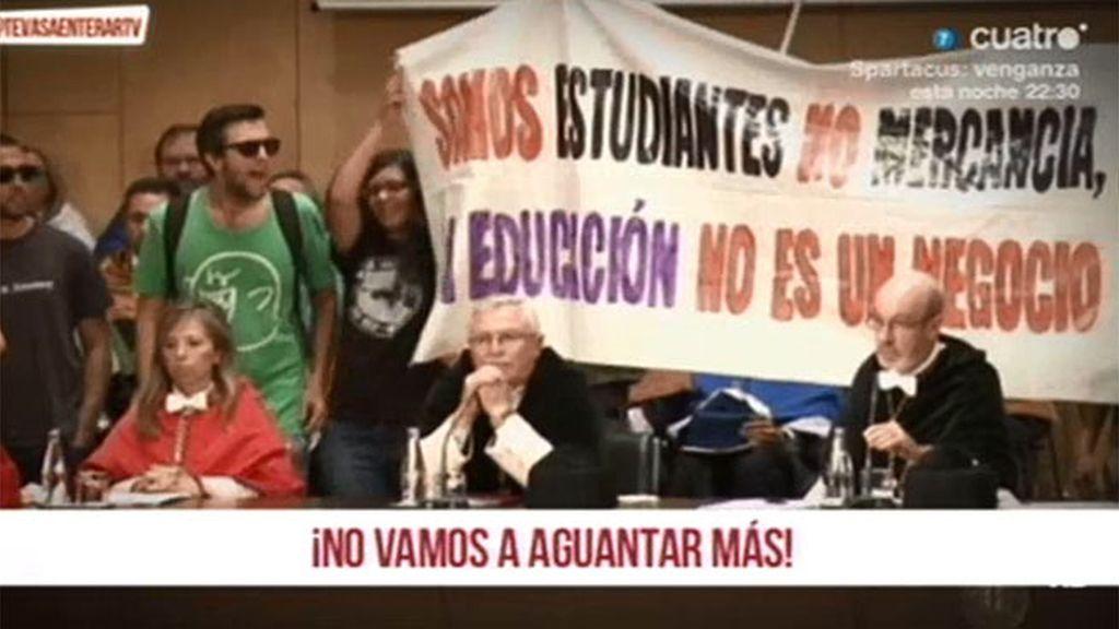 Una veintena de estudiantes protestan por los recortes en la Universidad de Cartagena
