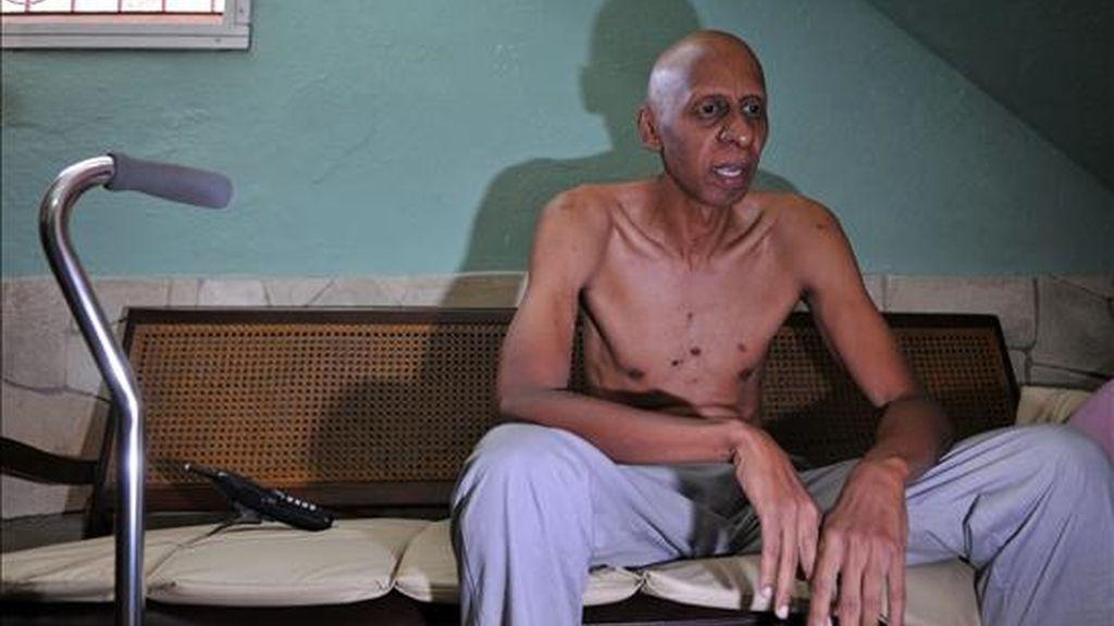 El disidente cubano Guillermo Fariñas se encuentra en estado crítico desde la semana pasada, cuando su salud se complicó con una trombosis yugular, si bien no ha empeorado en los últimos días. EFE/Archivo