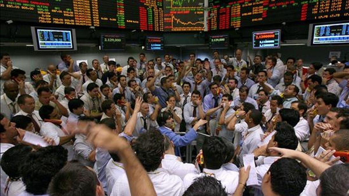 La bolsa de Sao Paulo avanzó el 0,54% en su índice Ibovespa, que terminó la primera jornada de la semana en 53.630 puntos. EFE/Archivo