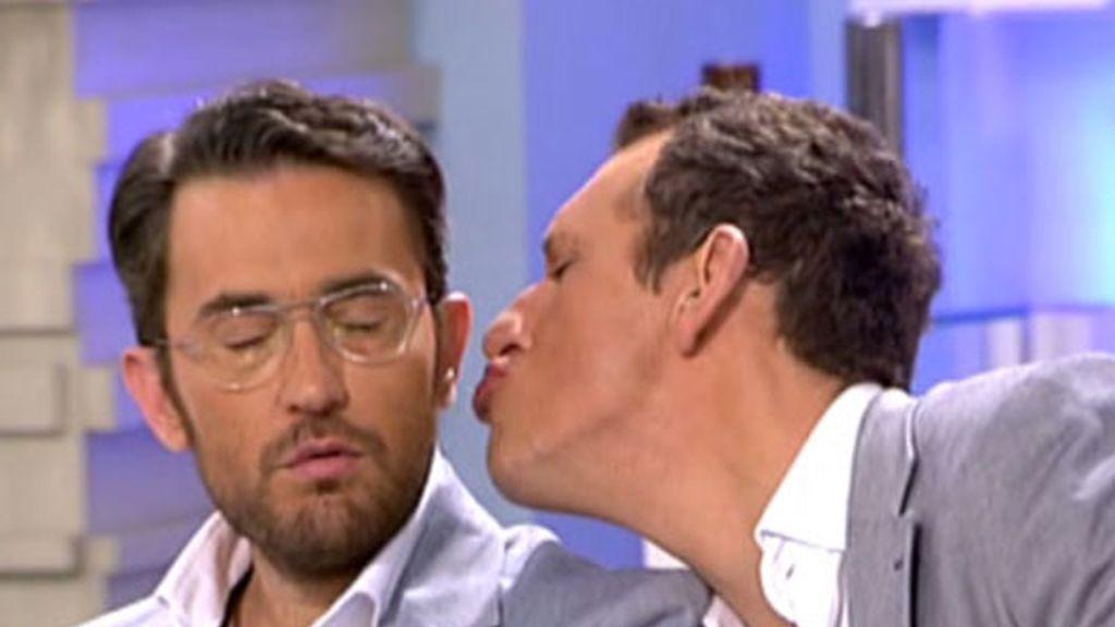 Comiéndose a besos