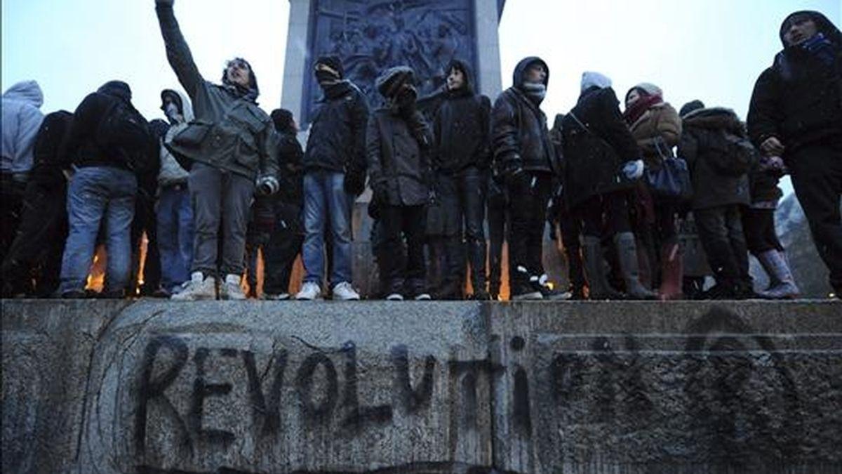La manifestación de estudiantes fue convocada contra el aumento del precio de las matrículas universitarias. Vídeo: Informativos Telecinco.