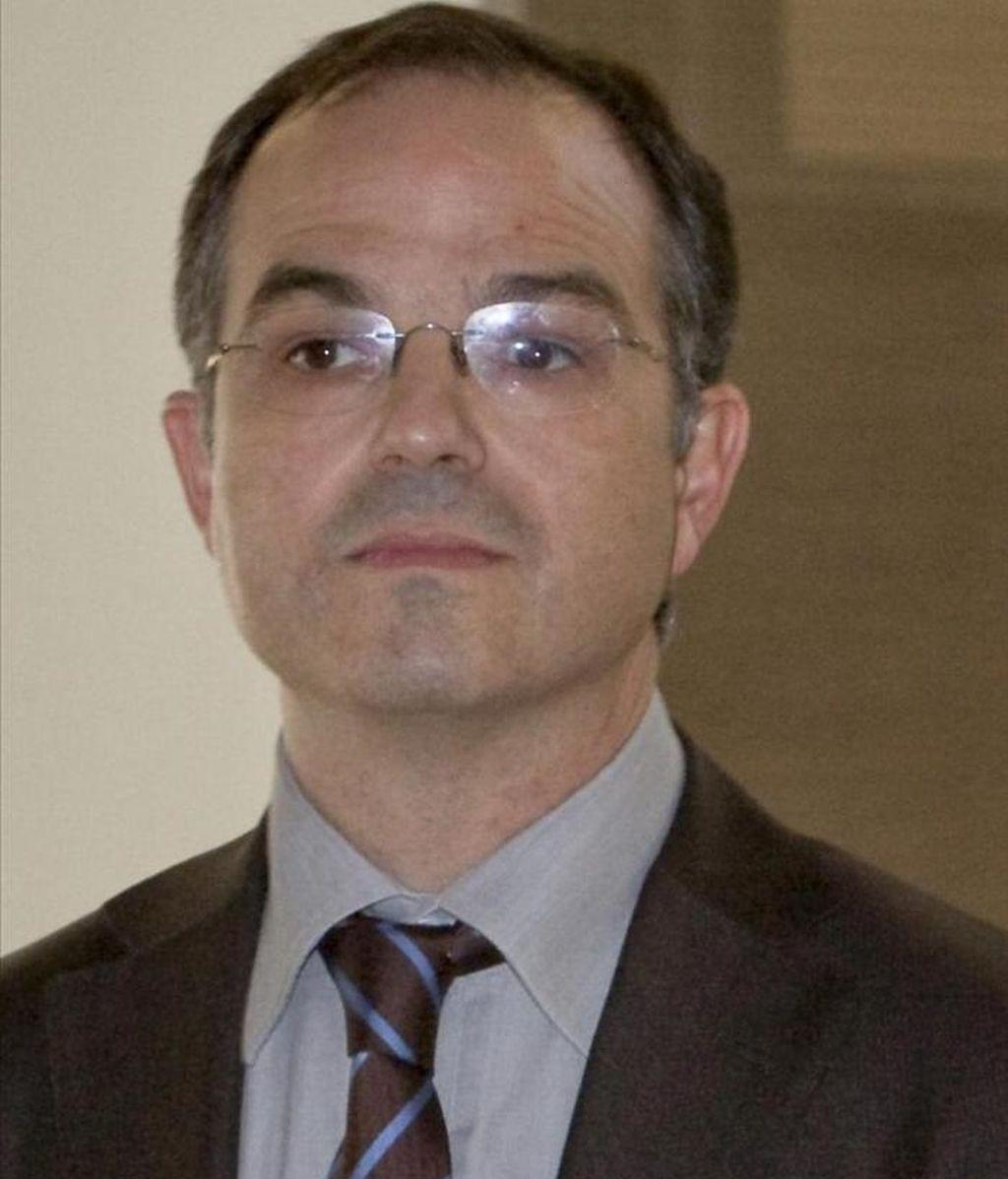 """En declaraciones tras la reunión extraordinaria de la Junta de Portavoces, el portavoz de CiU en el Parlament, Jordi Turull, ha expresado su """"extrañeza"""" por la postura del PSC, y ha subrayado que Bildu, candidatura de la que forma parte Eusko Alkartasuna, """"rechaza la violencia"""" y debe concurrir a estos comicios. EFE/Archivo"""